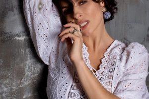 «Шикарная женщина»: Надежда Мейхер восхитила поклонников пышными формами в обтягивающем платье