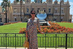 Беременная Санта Димопулос опубликовала фото в купальнике