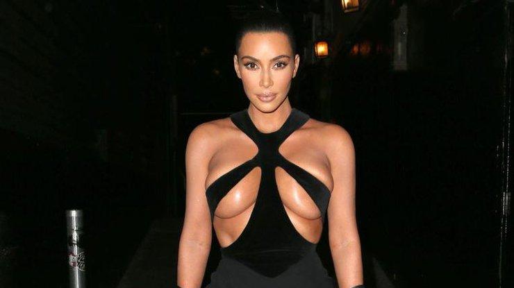 Ким Кардашьян полностью разделась для Инстаграм