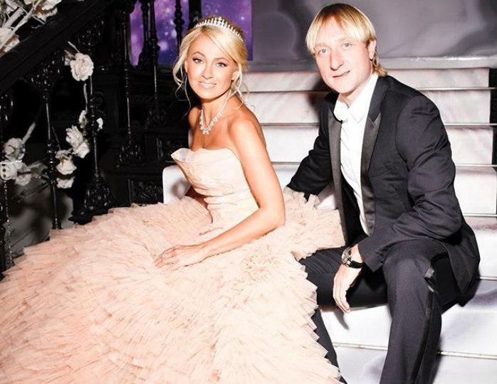 Яна Рудковская и Евгений Плющенко отмечают розовую свадьбу