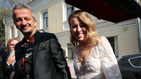 «Никогда не думала, что буду плакать на свадьбе у Ксюши Собчак»: Яна Рудковская показала первый танец молодоженов