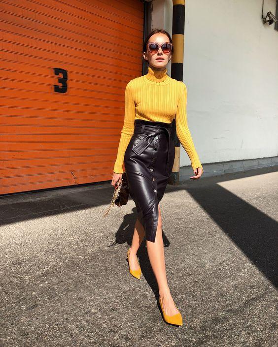 Легкие советы как носить кожаную юбку осенью 2019 года