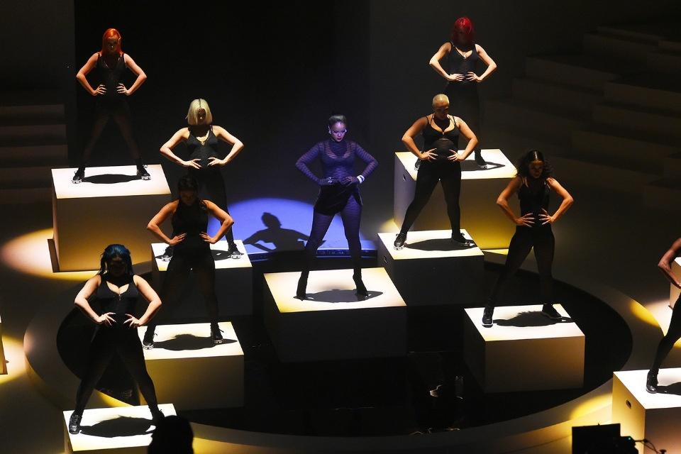 Эффектное шоу Рианны: презентация новой коллекции нижнего белья Savage X Fenty
