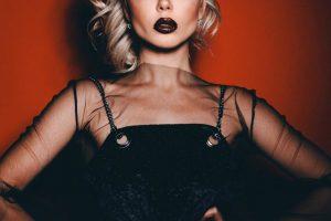 Total black look: Алина Гросу на церемонии вручения премии Cosmopolitan Beauty Awards 2019