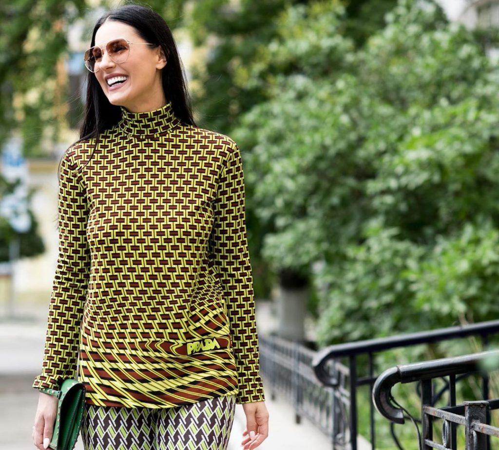 Блестящее платье в пол и босоножки на каблуках: рассматриваем новый образ Маши Ефросининой
