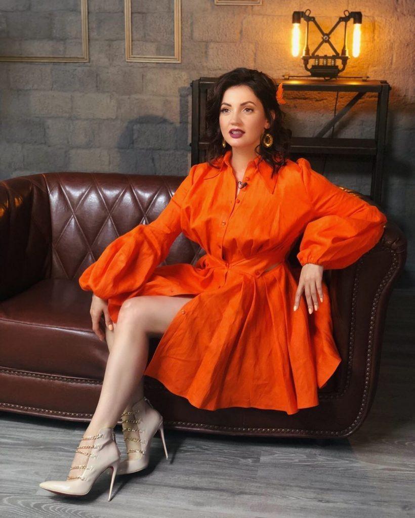 Lady in red: Ольга Цибульская примерила роскошное платье