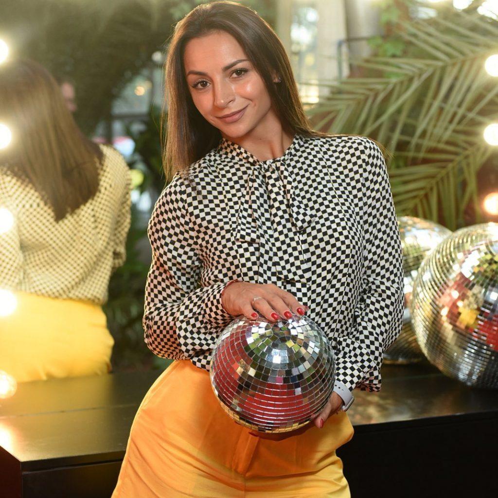 Семейная идиллия: Илона Гвоздева опубликовала милое фото с супругом и дочерью
