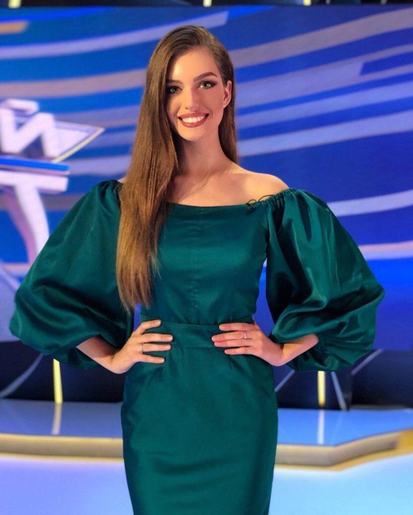 Супруга Дмитрия Комарова примерила свадебное платье, достойное королевы