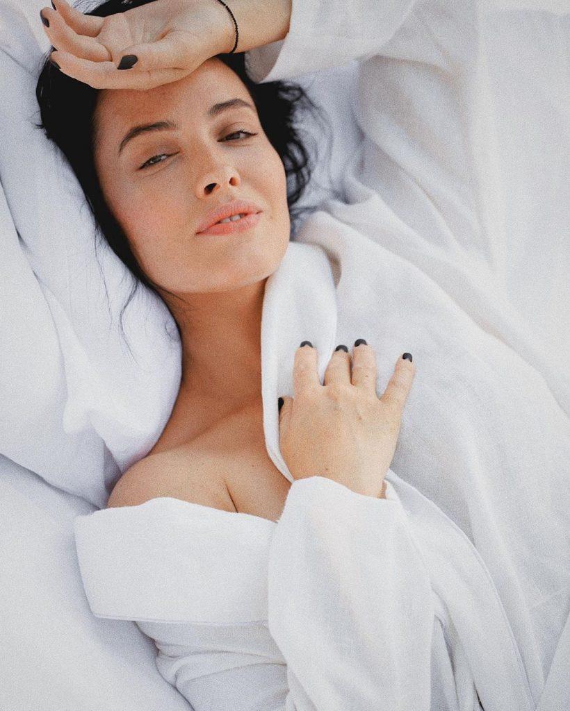 фотоэпиляция фото астафьевой на кровати совсем
