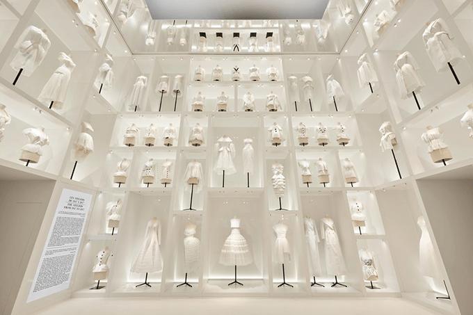 Кристиан Диор: Дизайнер снов - такое название получила выставка модного дома