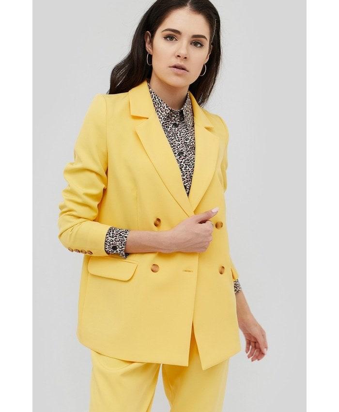 Жакеты и пиджаки: как выглядеть стильной в текущем сезоне