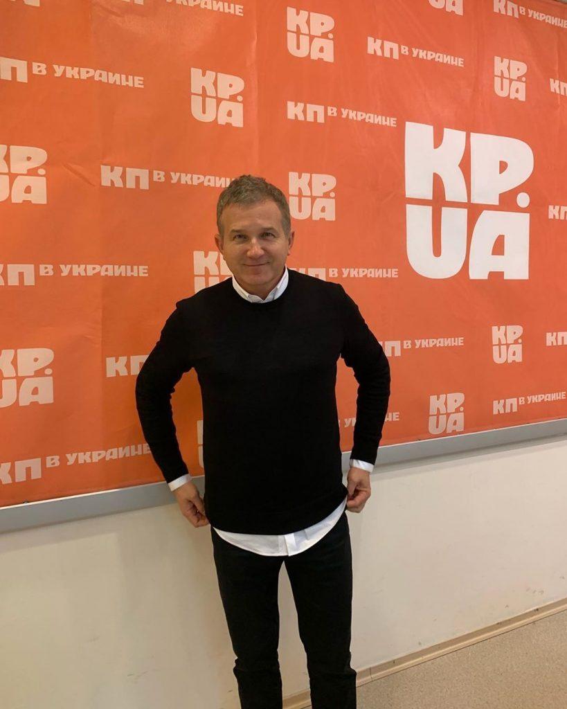 Юрий Горбунов показал, как держит себя в тонусе с помощью йоги
