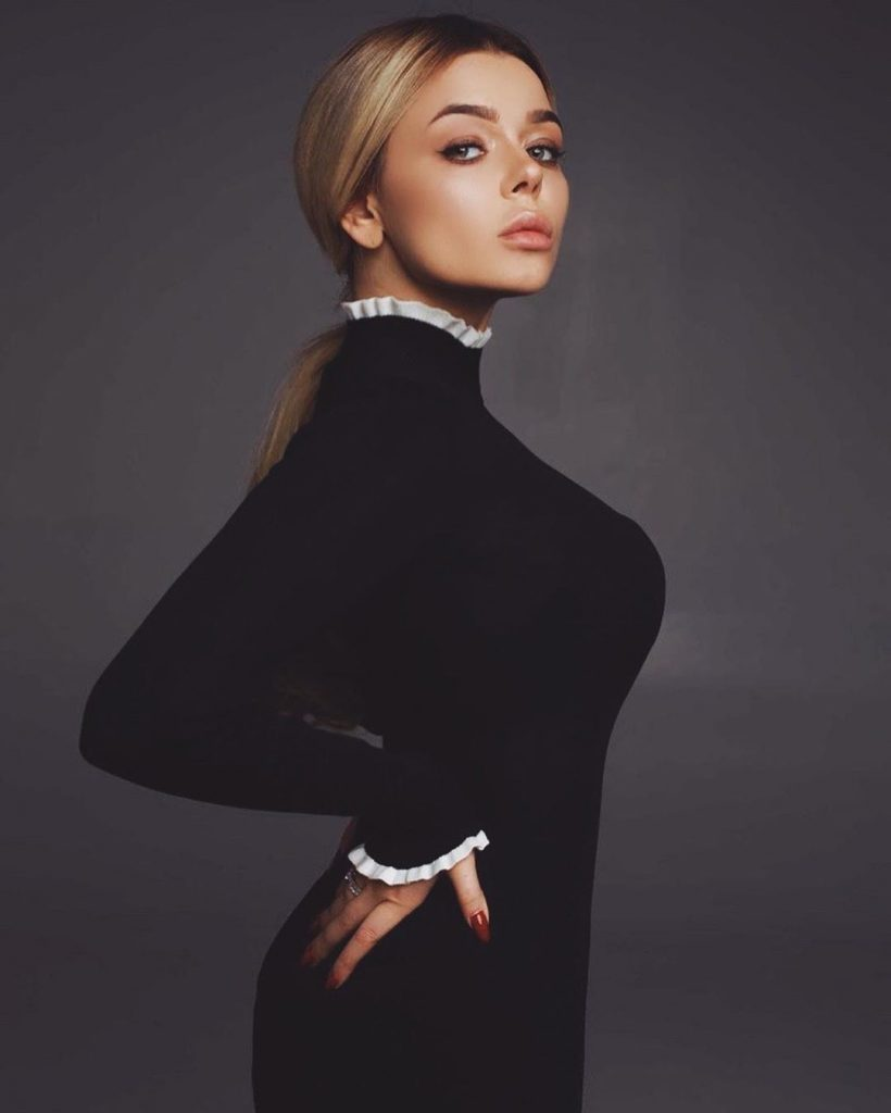 Как выглядит самая модная блузка сезона осень-зима 2019: показывает Алина Гросу