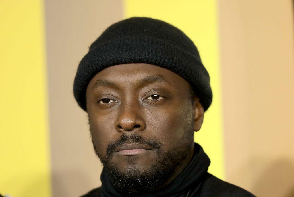 Солиста группы Black Eyed Peas арестовали из-за скандала в самолете