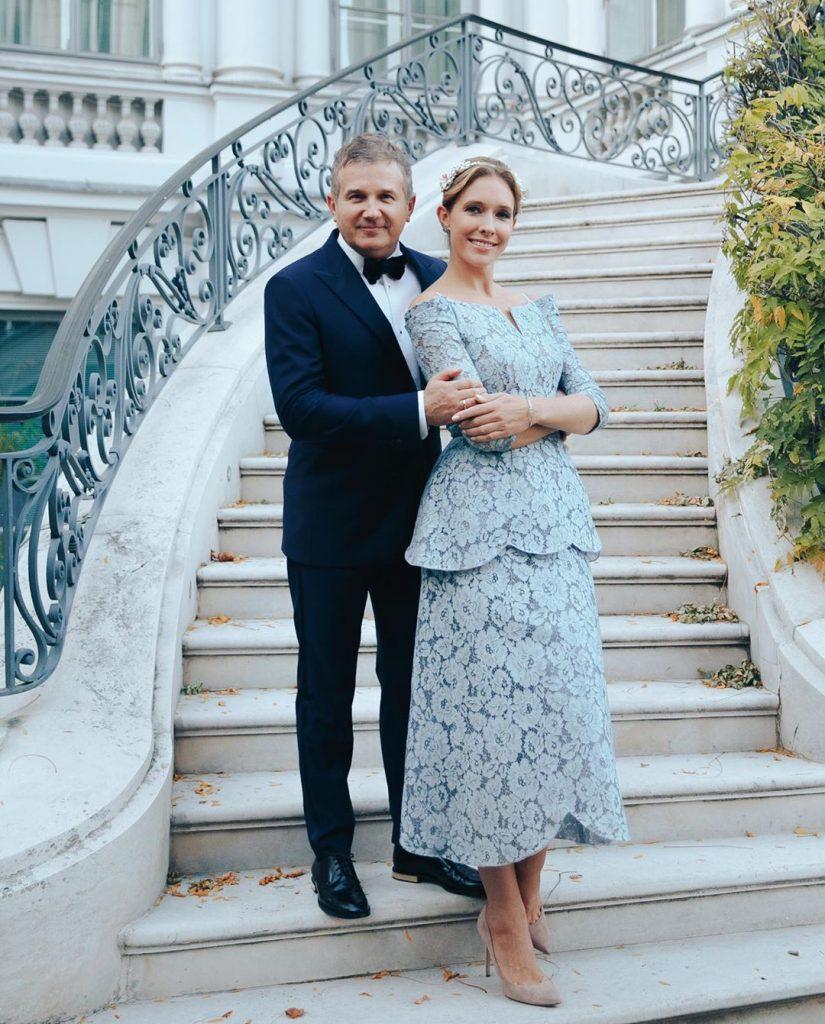 Влюбленные и счастливые: Катя Осадчая  и Юрий Горбунов отправились на отдых