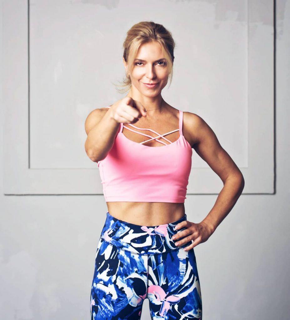 Марина Боржемская похвасталась несколькими вечерними нарядами: выбираем лучший