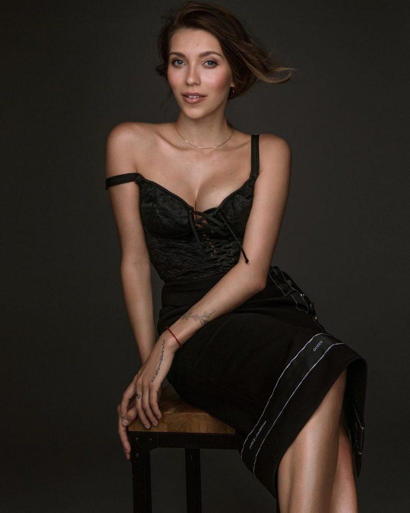 Регина Тодоренко в одном кадре продемонстрировала сразу три тренда 2019 года