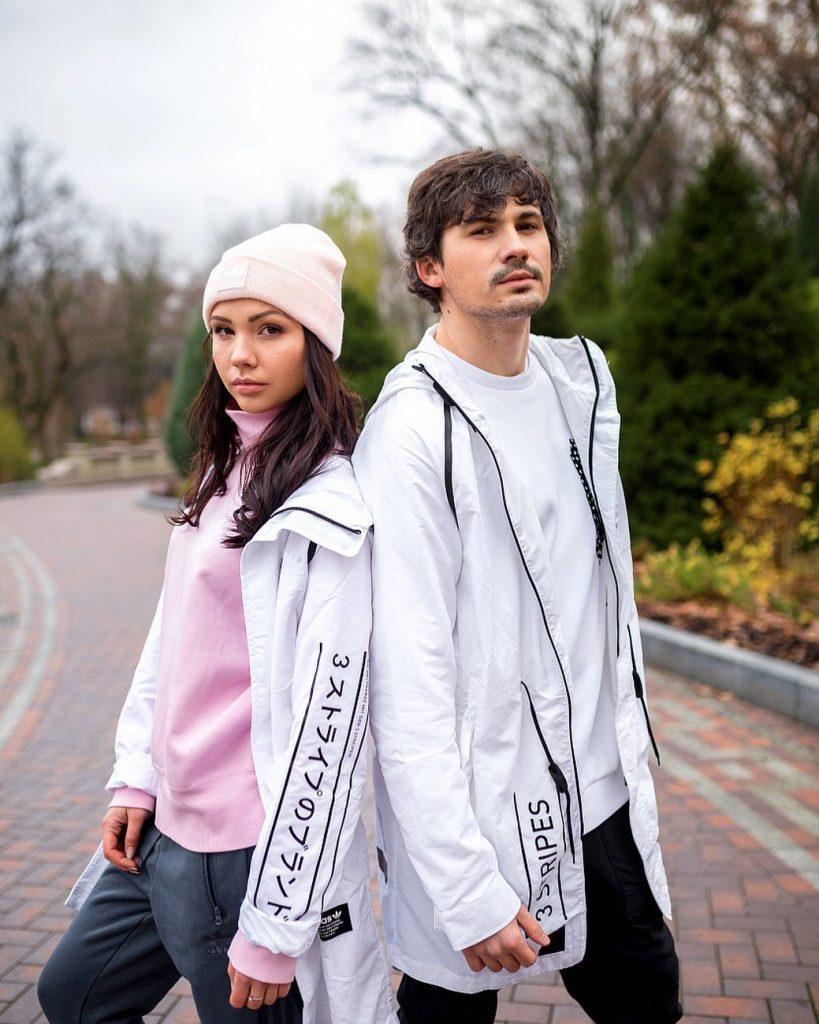 «Очень красивая пара»: поклонники очарованы новым фото Жени Кота с женой