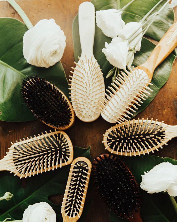 Уход за волосами: инструкция по выбору подходящей расчески