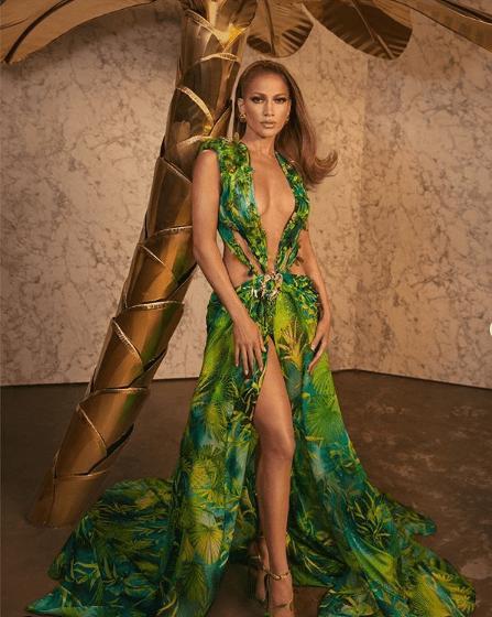 Модный скандал: Versace подали иск за плагиат