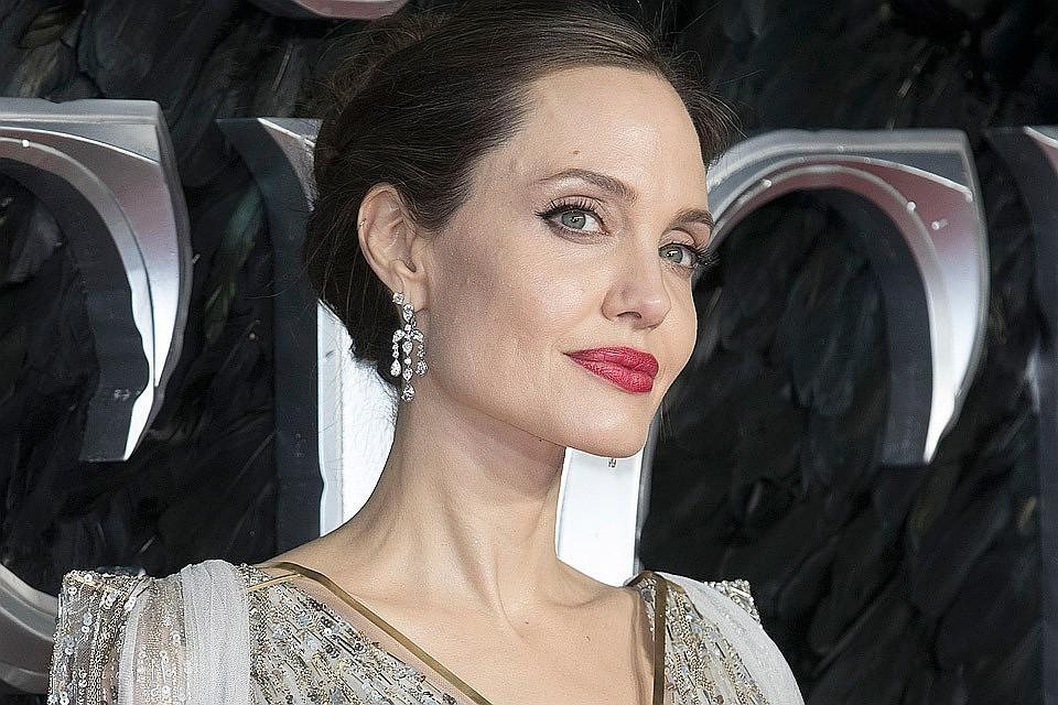 Анджелина Джоли полностью обнажилась для фотосессии журнала Harper's Bazaar