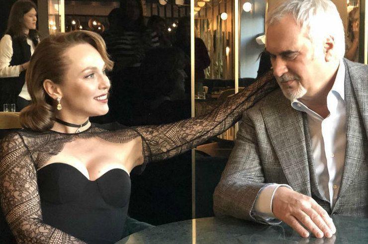 Family look: Валерий Меладзе с Джанабаевой показали яркие образы