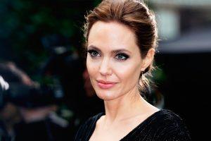 Анджелина Джоли в восторге от татуировки со своим портретом у юного фаната