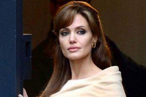 Анджелина Джоли продала картину Черчилля за 11,5 млн долларов