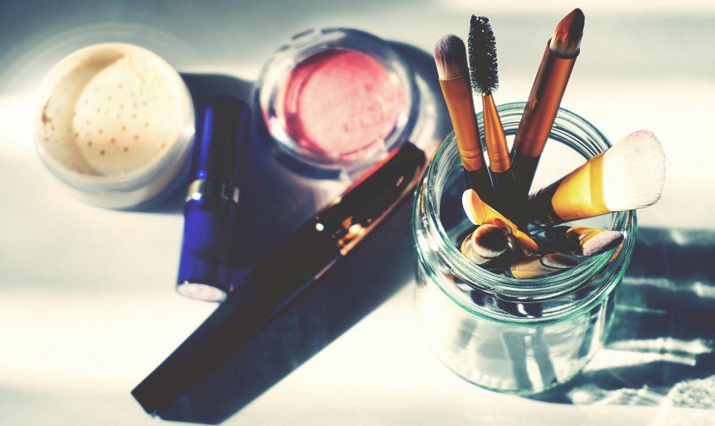 Что делать с косметикой, которую вы наносили во время простуды или гриппа?