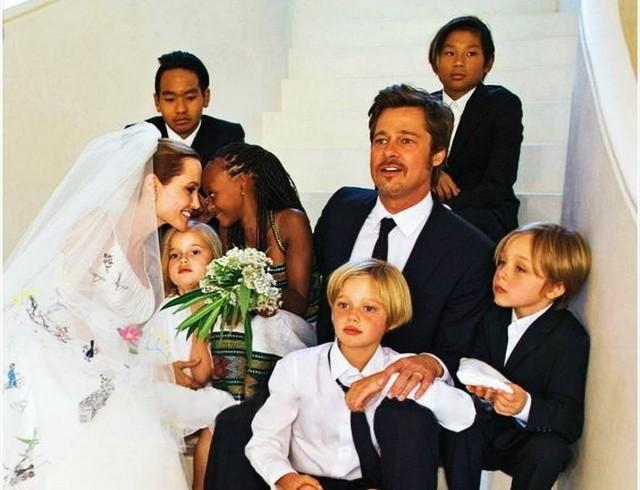 СМИ: Питт и Джоли поделили детей на Рождество
