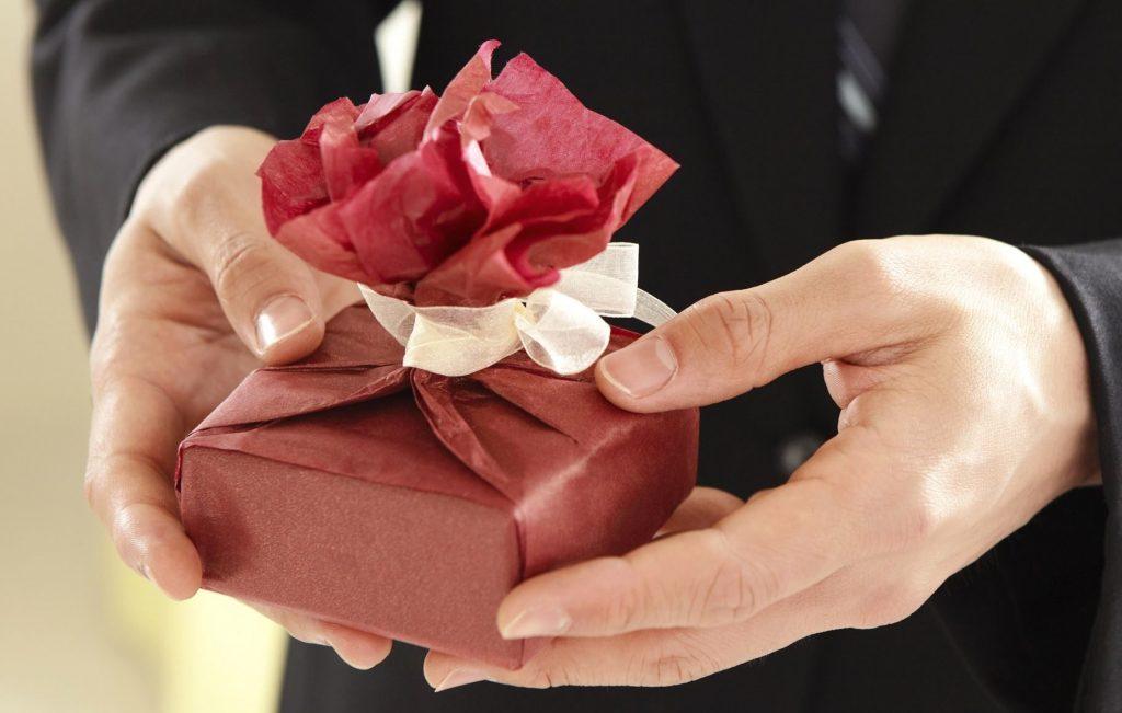 Стоит ли говорить партнёру прямо, что вам не нравится его подарок?