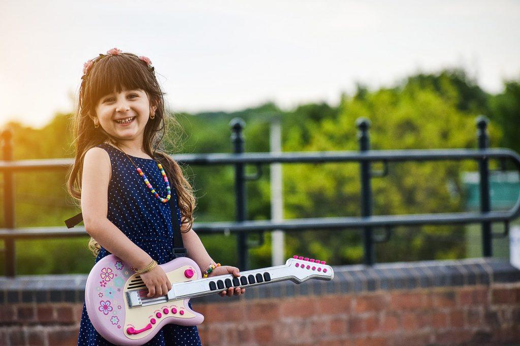 Неожиданные преимущества игры на музыкальном инструменте для детей