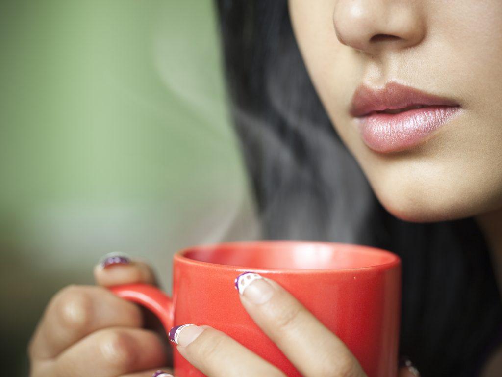 Как питьё горячей воды помогает в потере лишнего веса?