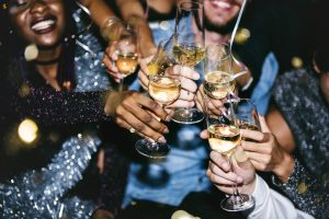 Как интроверту выйти из зоны комфорта и пойти хотя бы на одну праздничную вечеринку?