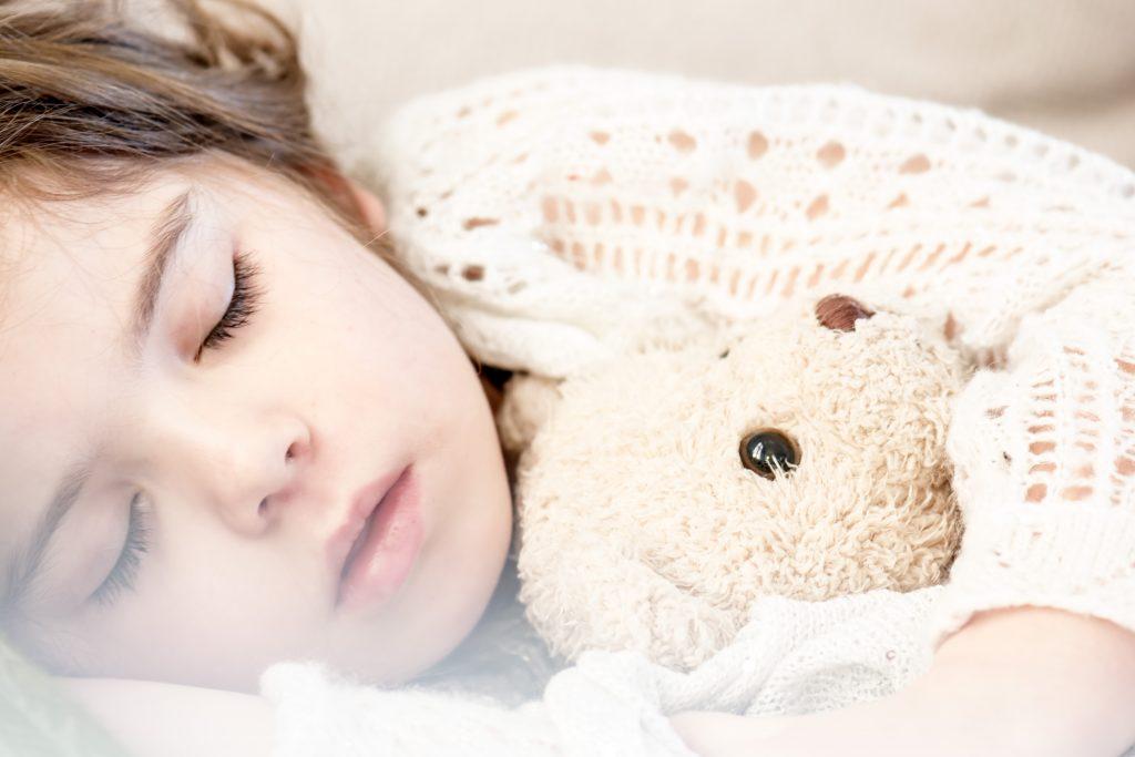 3 признака того, что вашему ребёнку нужно спать больше