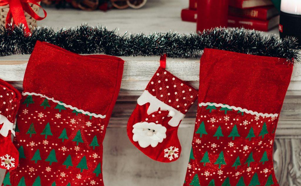 Почему на Рождество подарок кладут в носок?