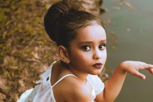 Что делать, если дочь проявляет интерес к взрослой косметике?