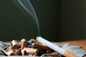 Социальное курение: чем грозит всего 1 сигарета в день в кругу друзей?