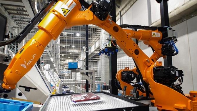Автоматизация производства: Uniqlo начинают использование роботов для упаковки