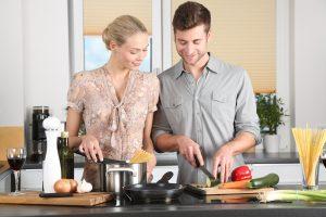 Почему сесть на диету вместе со своим партнёром – плохая идея?
