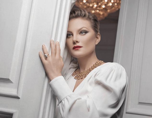 Рената Литвинова показала фигуру в купальнике