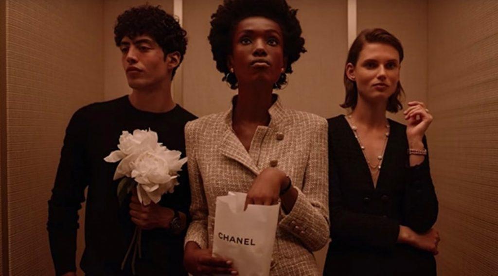 Chanel показывают короткометражный фильм, где представляют ювелирную коллекцию