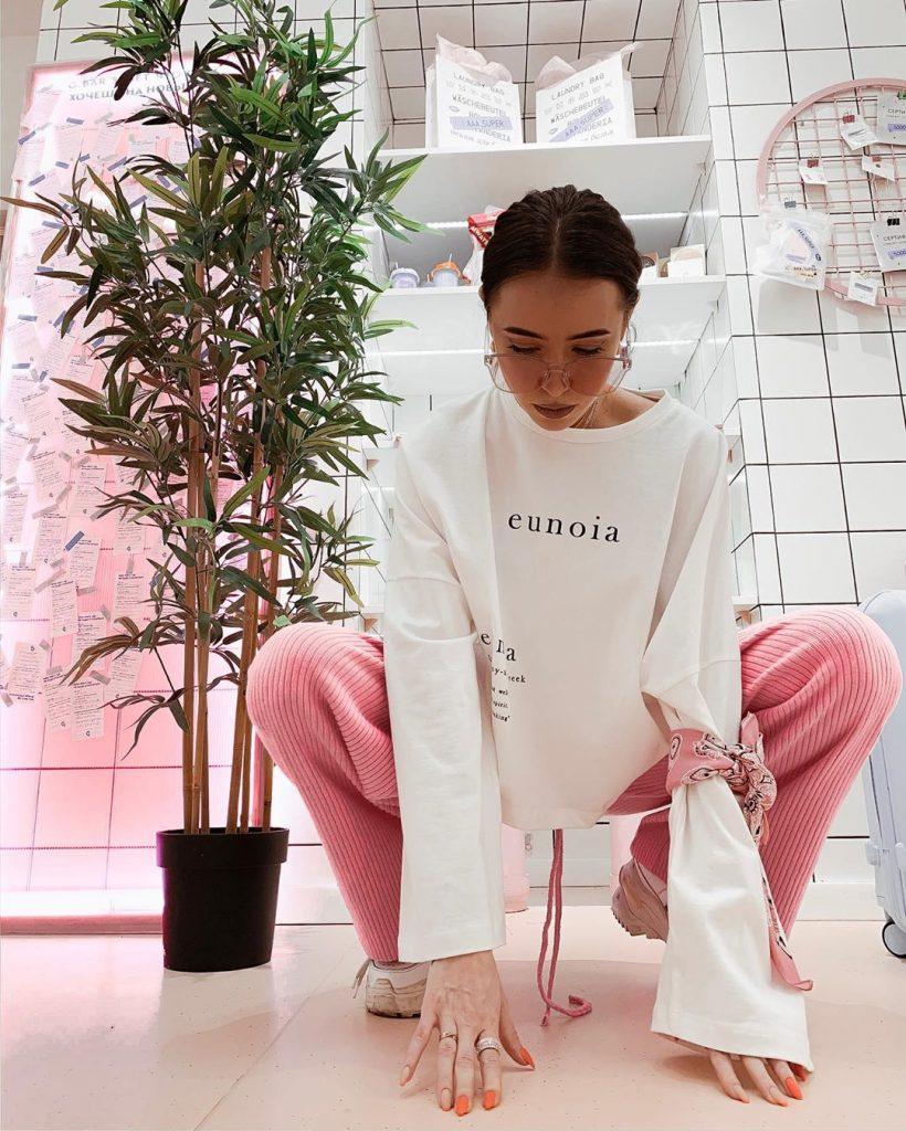 «Вау!»: поклонники Нади Дорофеевой обсуждают ее новое фото в купальнике