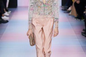 Этнические мотивы и соблазнительные блузки: чем удивляли ARMANI PRIVÉ на показе haute couture
