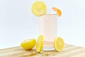 Может ли вода с лимоном помочь вам похудеть?