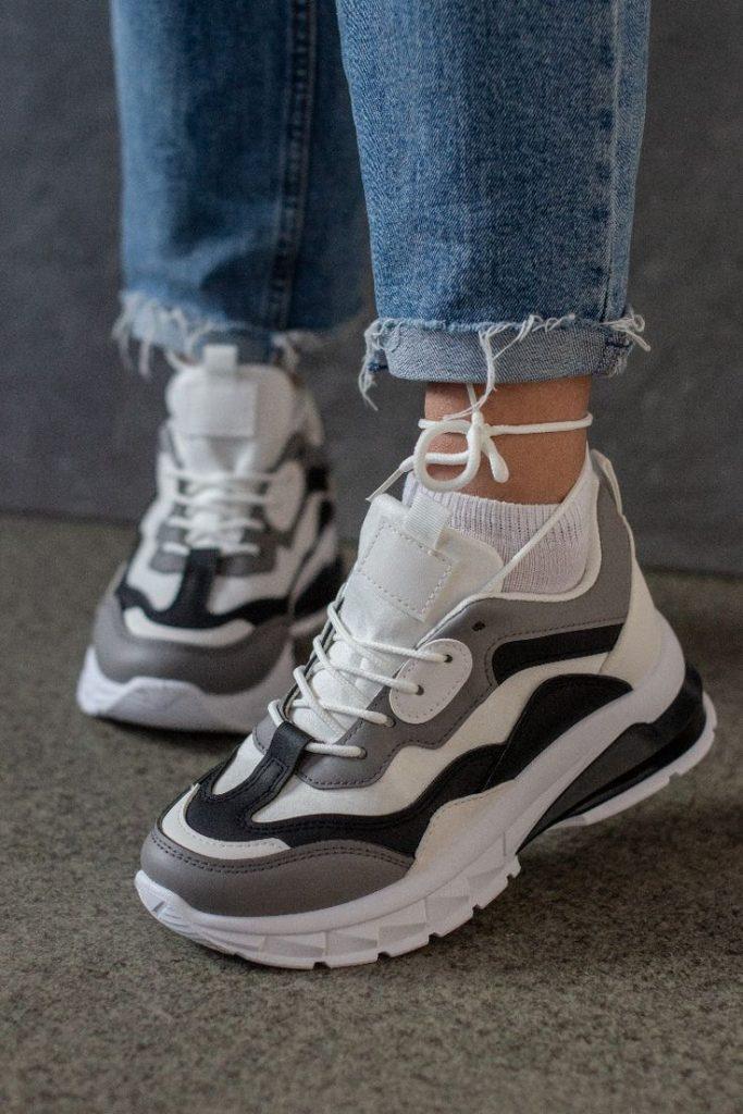 Удобная мода: какие кроссовки модные в этом году?