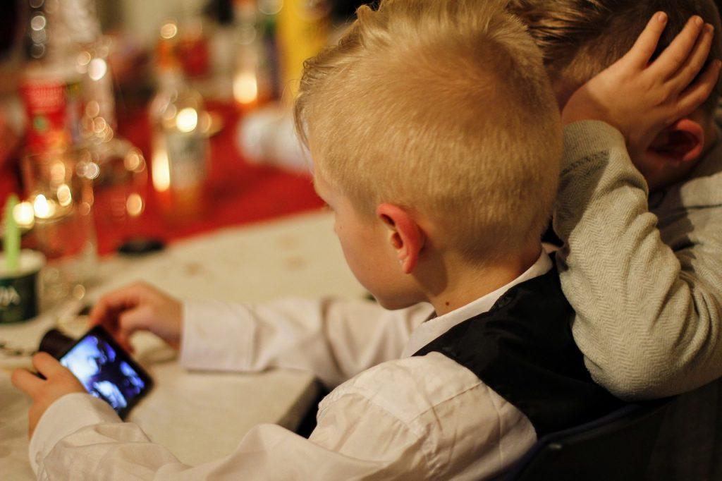 Как ограничить время перед экраном у ребенка?