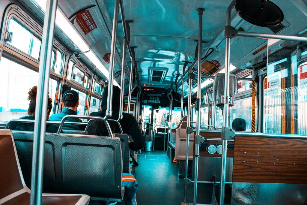 Лучшие упражнения, которые можно выполнять в общественном транспорте