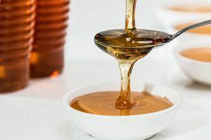 Почему младенцам нельзя давать есть мёд?