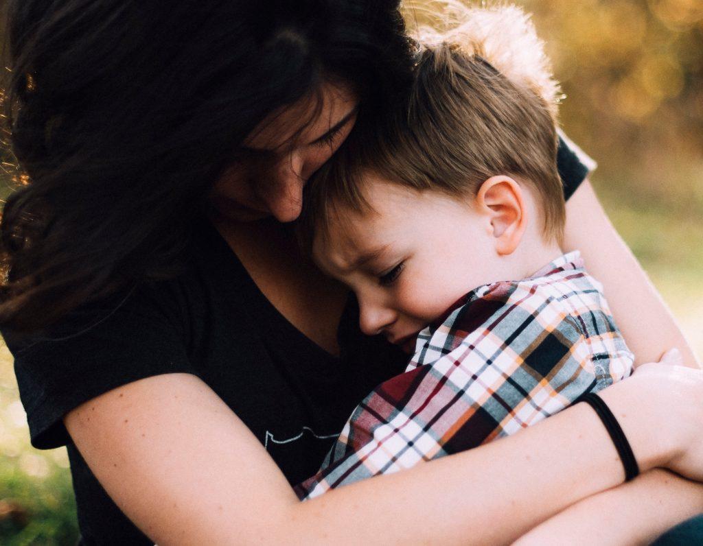 Как помочь ребёнку смириться с тем, что маме нужно ходить на работу?